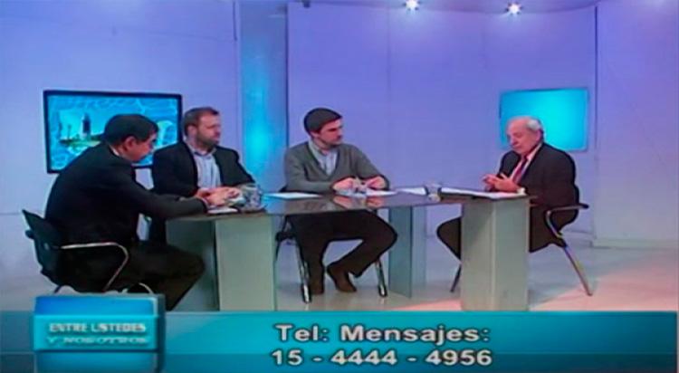 Juan Pablo Rébora en el piso del programa Entre Ustedes y Nosotros